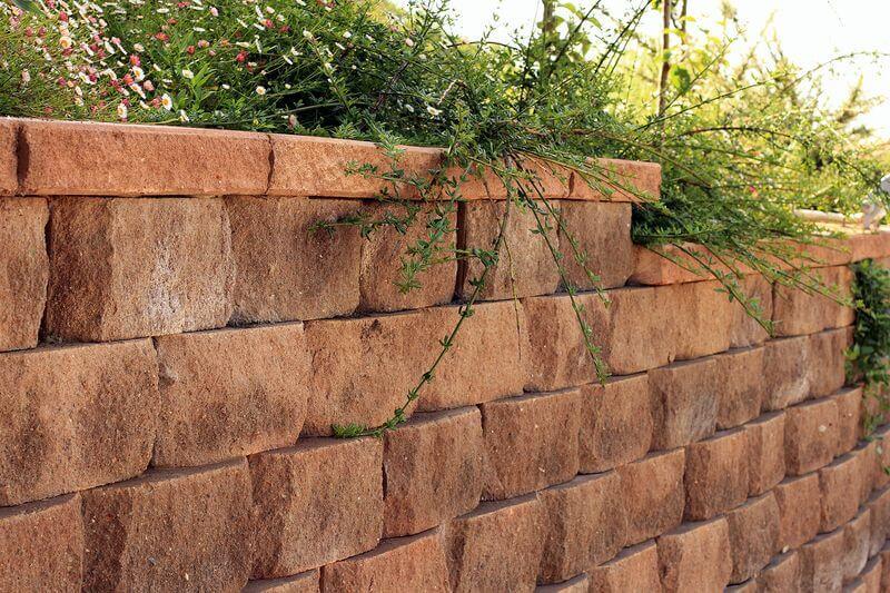 bloki-dlja-stroitelstva-podpornyh-sten-bez-betona50.jpg